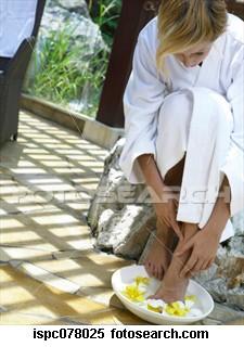woman-soaking-feet_ispc0780251